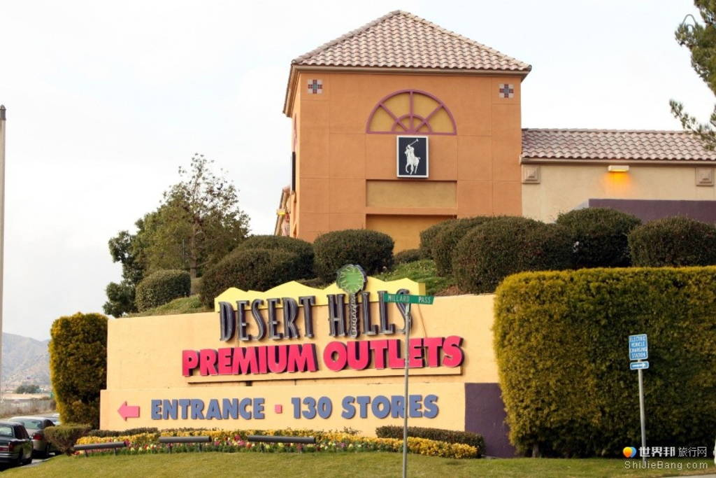 Desert Hill Premium Outlet